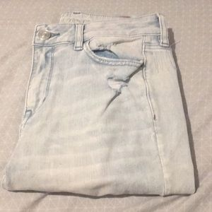NWT distressed American Eagle Jeans